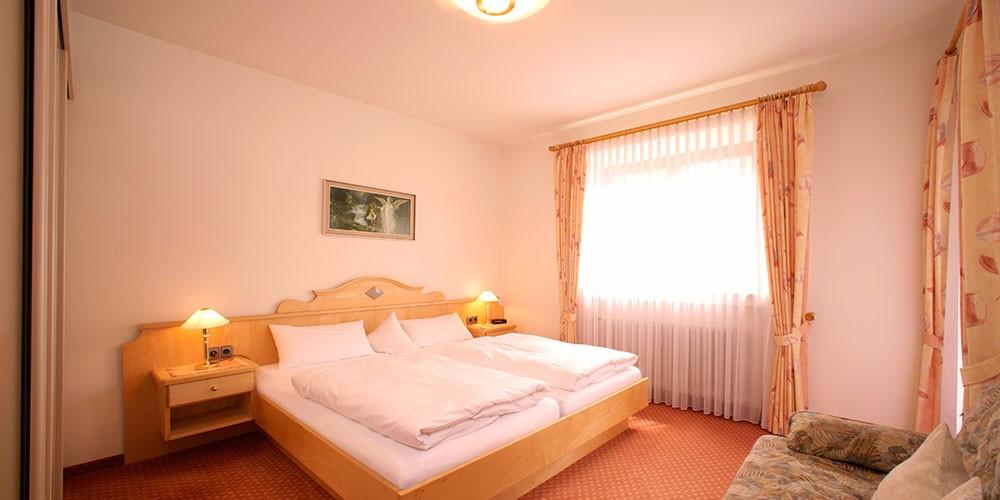 fewo-riffelriss-schlafzimmer