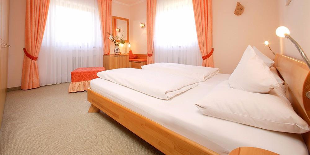 fewo-zugspitze-schlafzimmer
